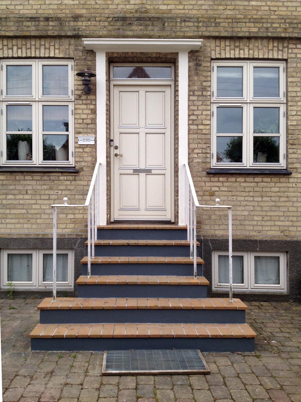 murermester facaderenovering facade oppudsning indgangsparti hovedtrappe trappe villa